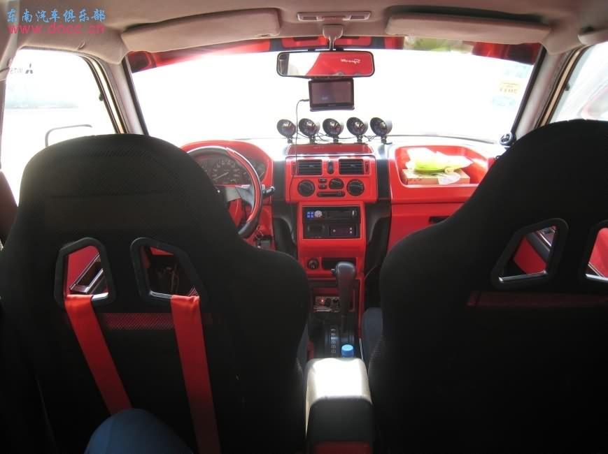 汽车车里面装饰红条椅-红黑内饰及跑车座椅 之二高清图片