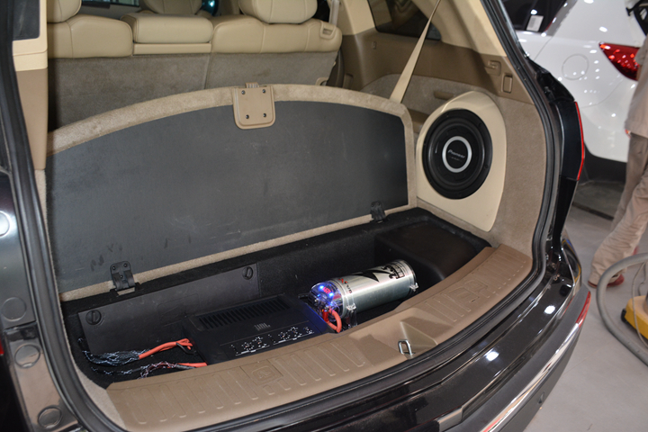 讴歌倒模后尾箱改装汽车音响喇叭